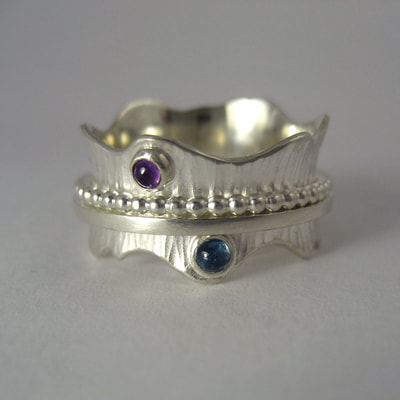 Spinner ring mommy's birth gift hammered wavy band beaded wire spinner sterling silver cabochon amethyst aquamarine Daphne Meesters Jewellery Designer Goldsmith The Hague Netherlands