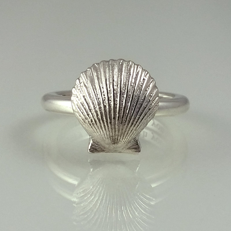 Camino de Santiago ring sterling silver with miniature casted St James scallop and engraving Daphne Meesters Jewellery Designer Goldsmith The Hague Netherlands