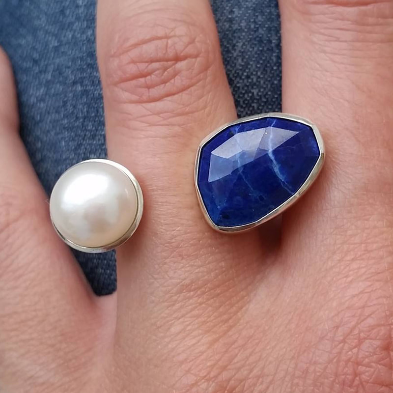 Floating clouds ring sterling silver with irregular facetted blue lapis lazuli gemstone and a white pearl size 16.5 millimeters € 265,- Daphne Meesters Jewellery Designer Goldsmith The Hague Netherlands
