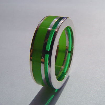 Layers of green ring sterling silver bright green plexiglass and lines contemporary flat surface size 19 millimeters € 215,- Daphne Meesters Jewellery Designer Goldsmith The Hague Netherlands