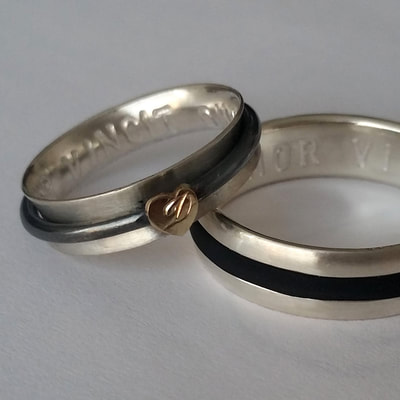 Balance of opposites wedding bands rings rounded spinner sterling silver rubber 14K yellow gold heart from inherited ring Daphne Meesters Jewellery Designer Goldsmith The Hague Netherlands